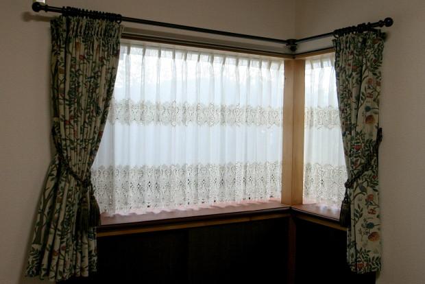 出窓にウィリアム・モリス