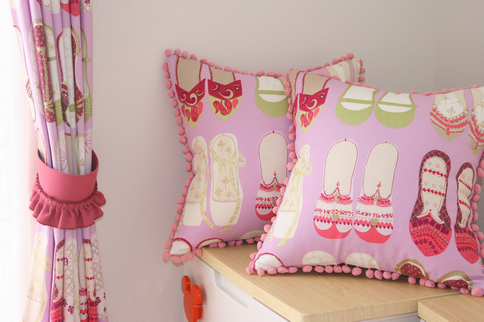 子供部屋は靴のプリントカーテン