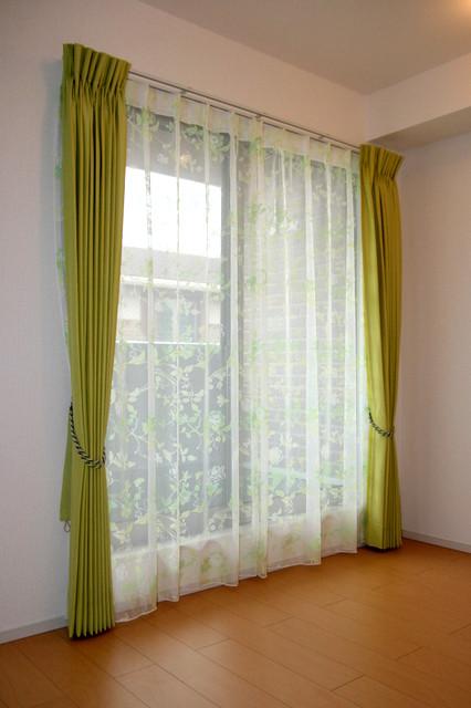 一人住いマンションに オパール加工グラデーションプリントレース(アルバックス)を採用