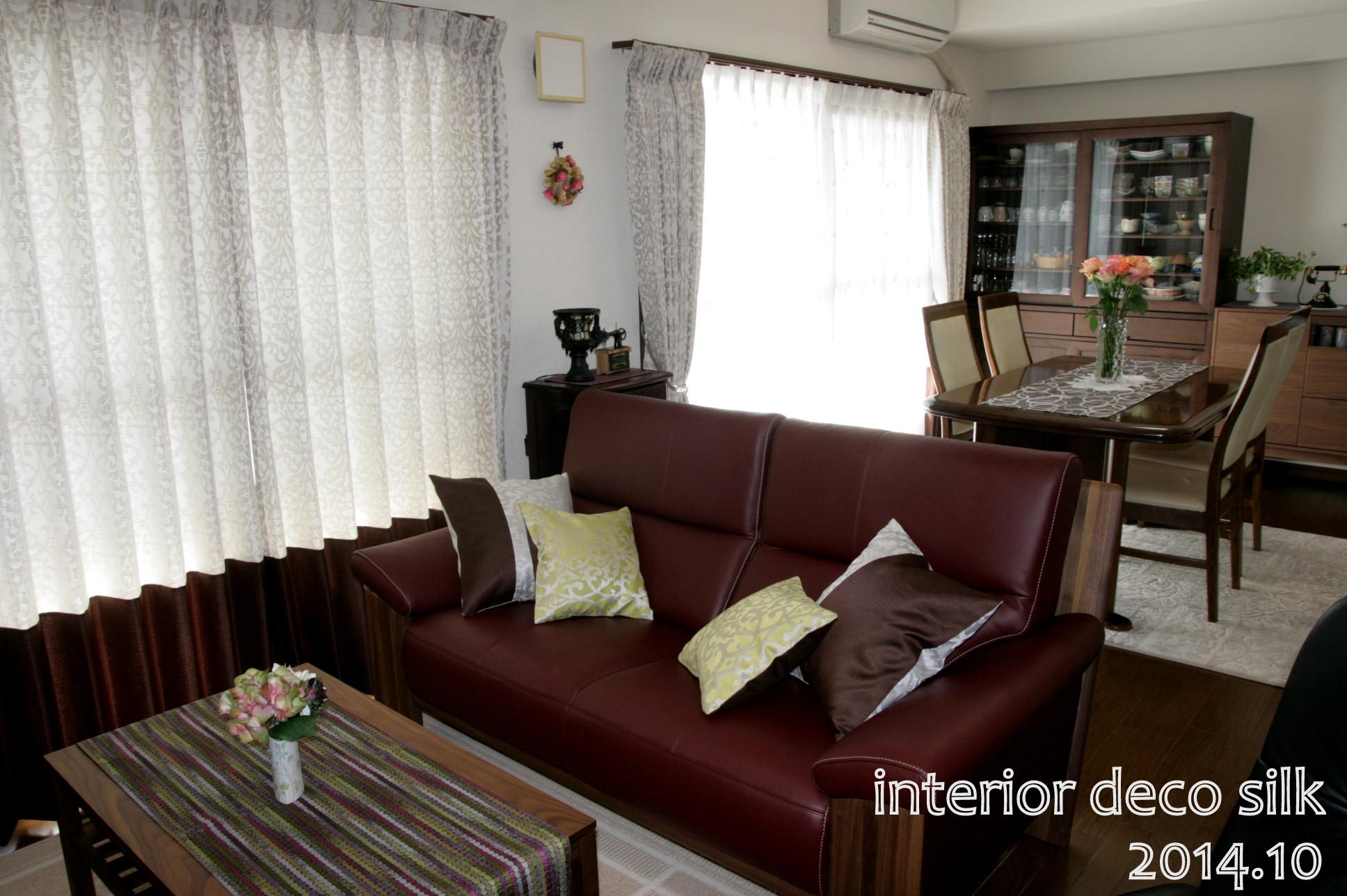 アンティーク家具とクラシックモダンカーテン