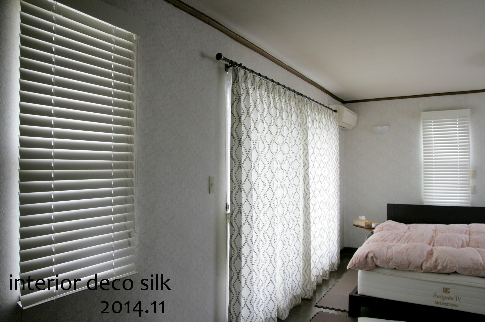 小窓の提案には、ウッドブラインドを組み合わせ