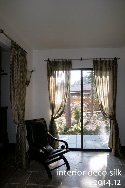 1枚吊りのカーテン 織表情が豊かで透け感が魅力