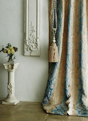 ダマスク柄のカーテン