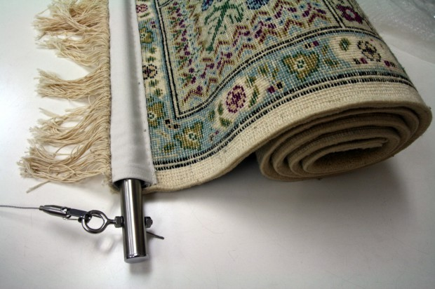 手織り絨毯を玄関に飾るタペストリー加工