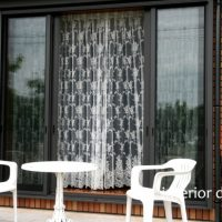 屋外から見たレースカーテンの装飾効果
