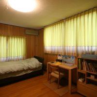 子供室に裾切り替えカーテン
