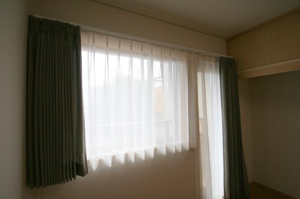 寝室に電動カーテン取付