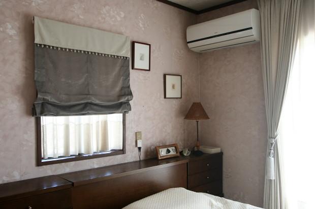 寝室にバランス付きプレーンシェード