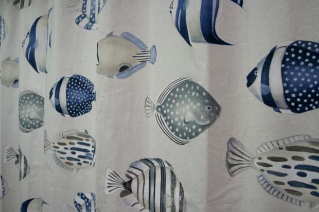 熱帯魚のカーテン