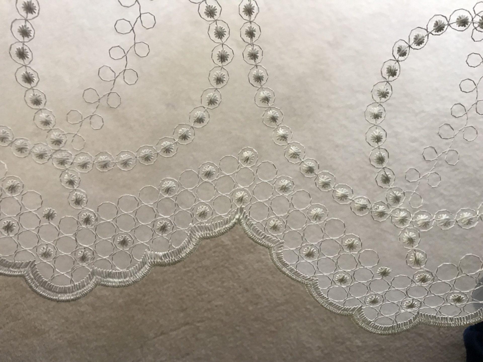 オーガンジー刺繍