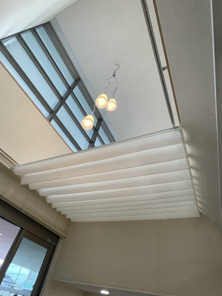 風除室に天幕カーテン