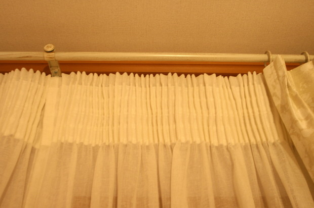 カーテンの吊元