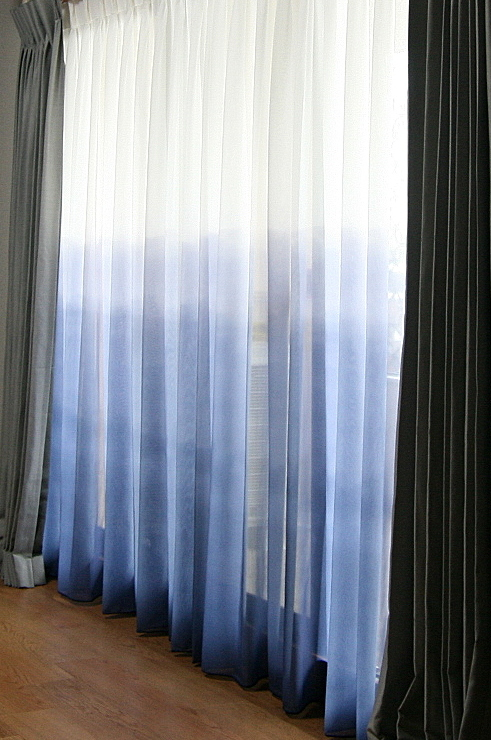 グラデーションボーダーのカーテン