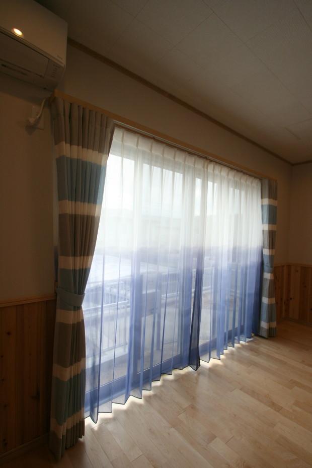 掃き出しのカーテン