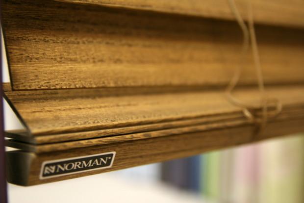 軽いウッドブラインド 更に遮光性もプラス「ノーマン・桐ウッドブラインド」