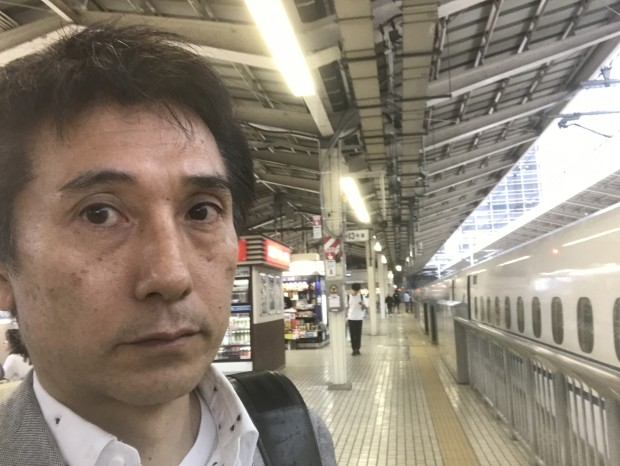 『家に帰れない!』列車ホテルとホーム難民