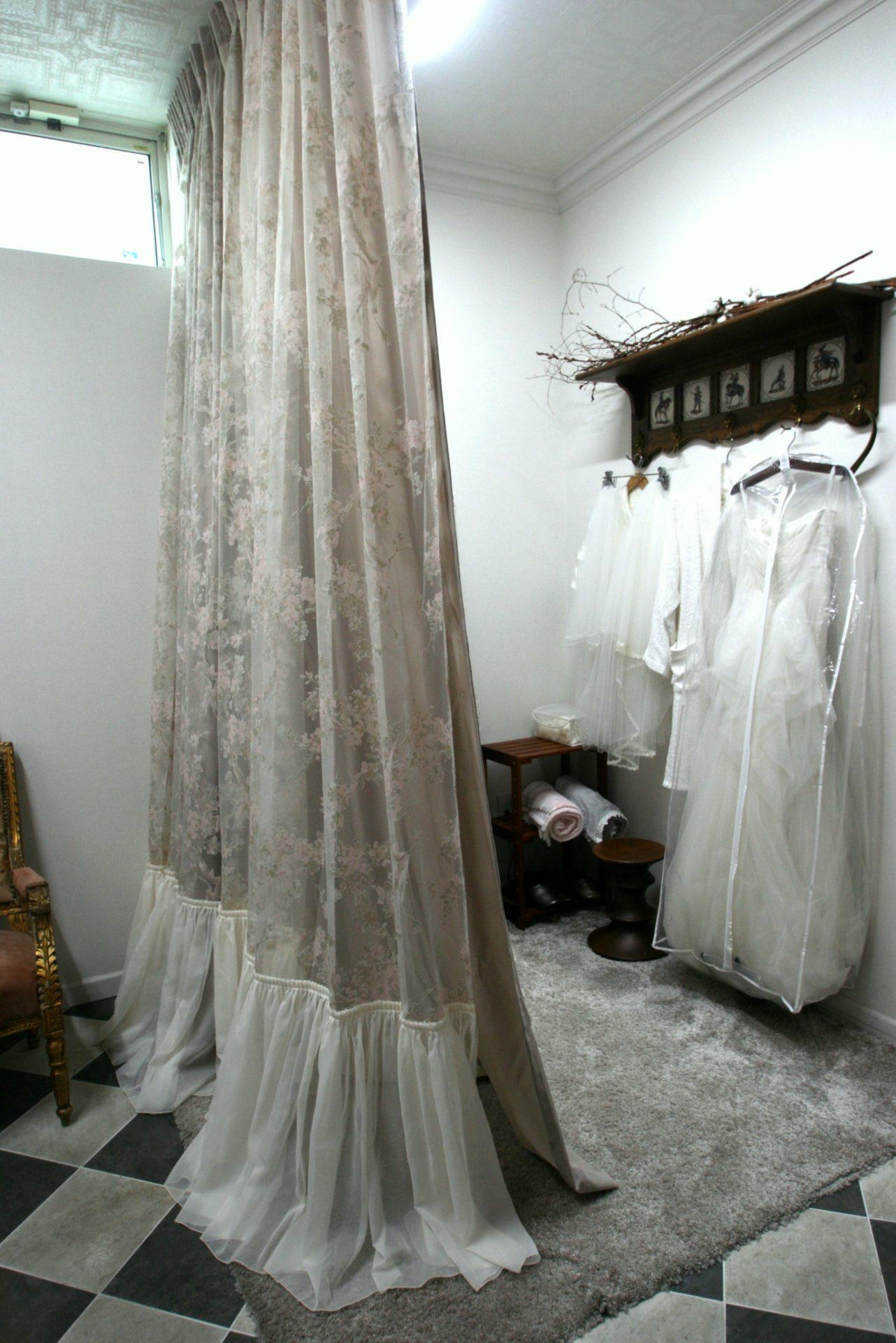 ドレス仕様のカーテン