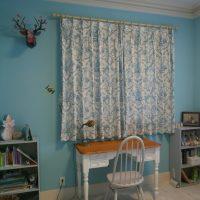 トワレドジュイのカーテンを子供室に取付