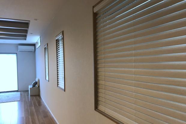 桐材柾目カットと密閉性で、美しさと遮光性を持つウッドブラインド