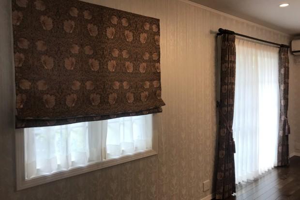 ウィリアム・モリスのデザインを全窓に取付