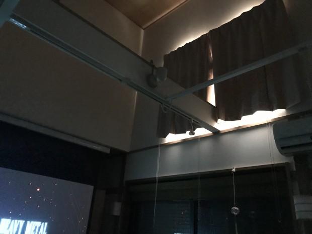ホームシアターの遮光カーテン