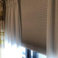 今より「遮光・遮音」するには、ハニカムスクリーン遮光を追加取付が効果あり