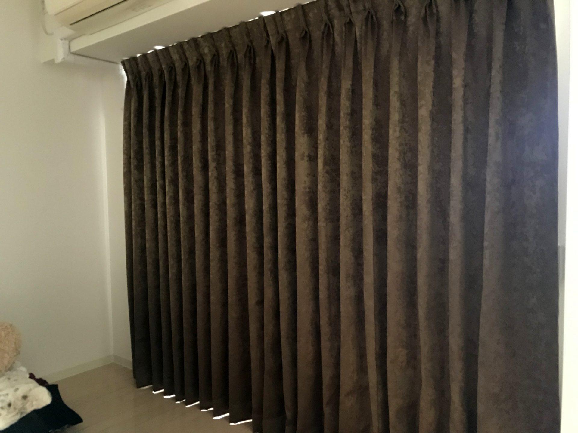 寝室に遮光カーテン(1級・B)を取り付け、実際の暗さは!