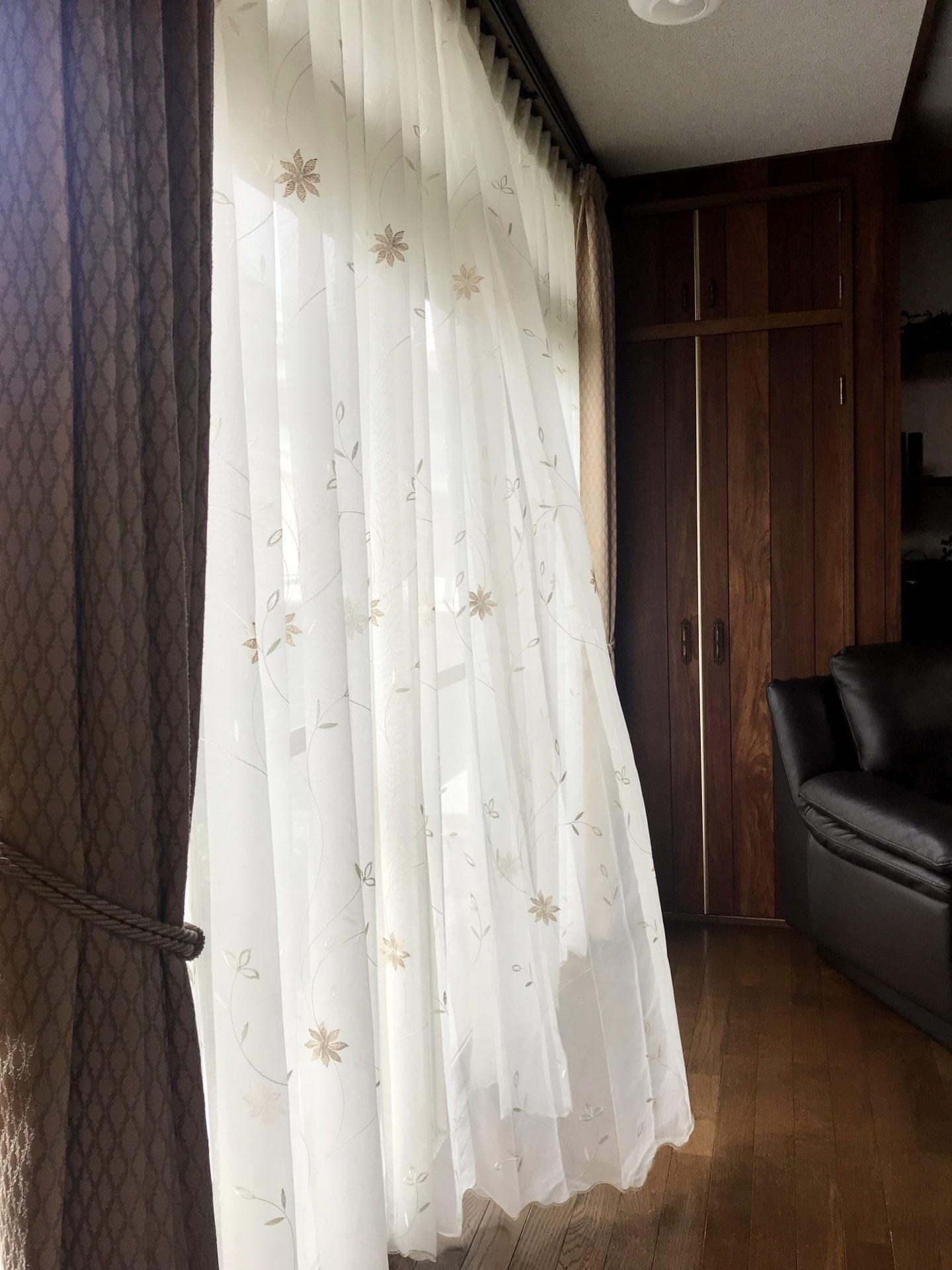 レースカーテンを吊り替えてお部屋の雰囲気を変える