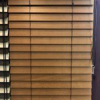 ウッド(木製)ブラインドは、木目の美しさと細部のこだわりにも注目!