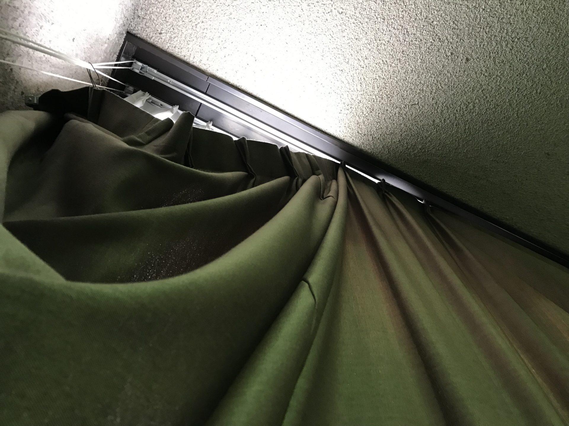体育館のカーテン不具合