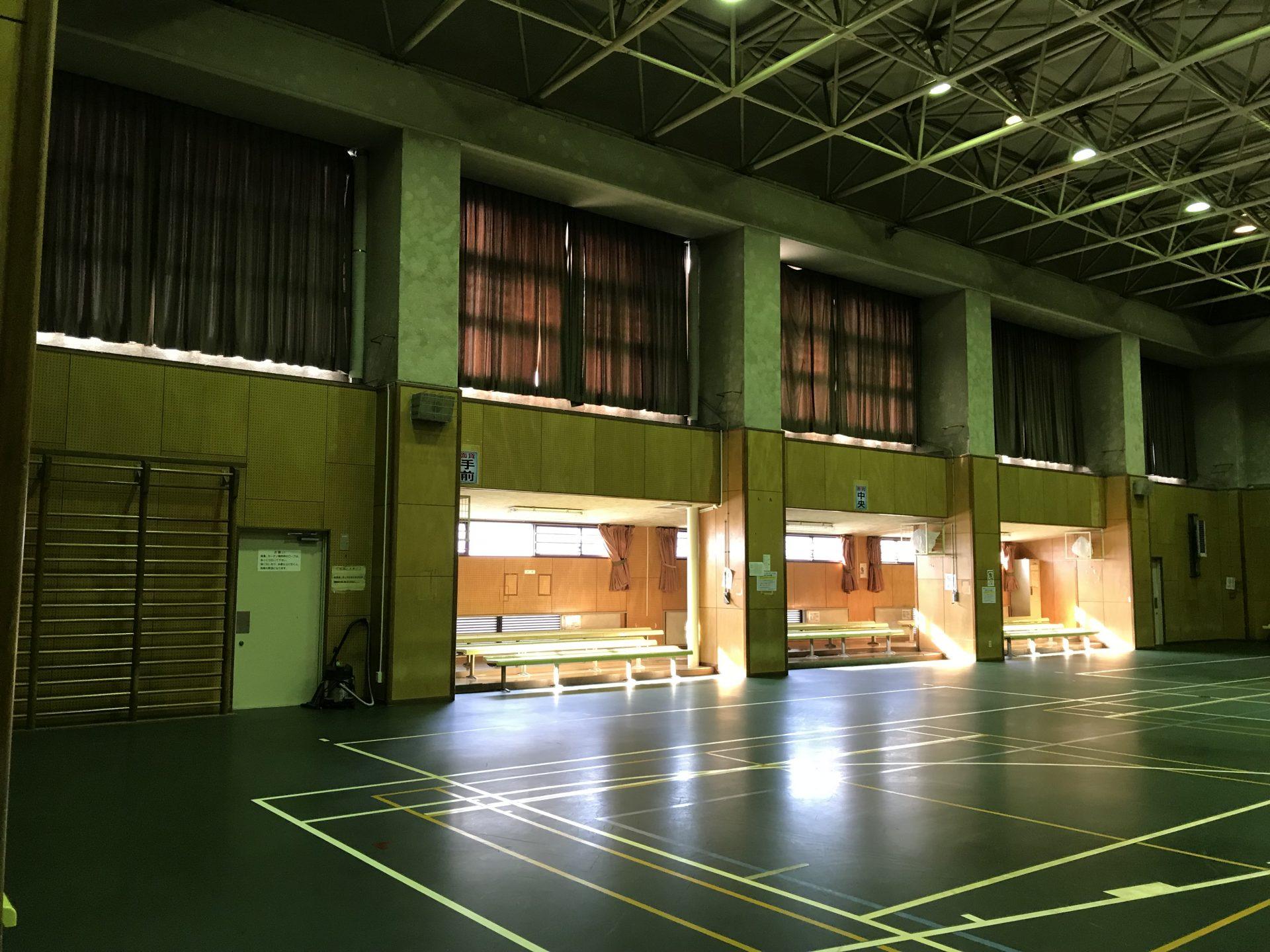 体育館のカーテン劣化