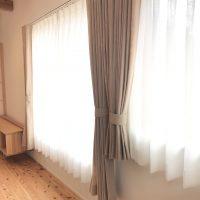 麻(リネン)カーテンを、自然素材住宅に取付