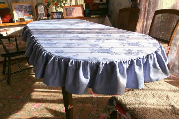 テーブルクロスもお部屋の雰囲気を効果的に変える
