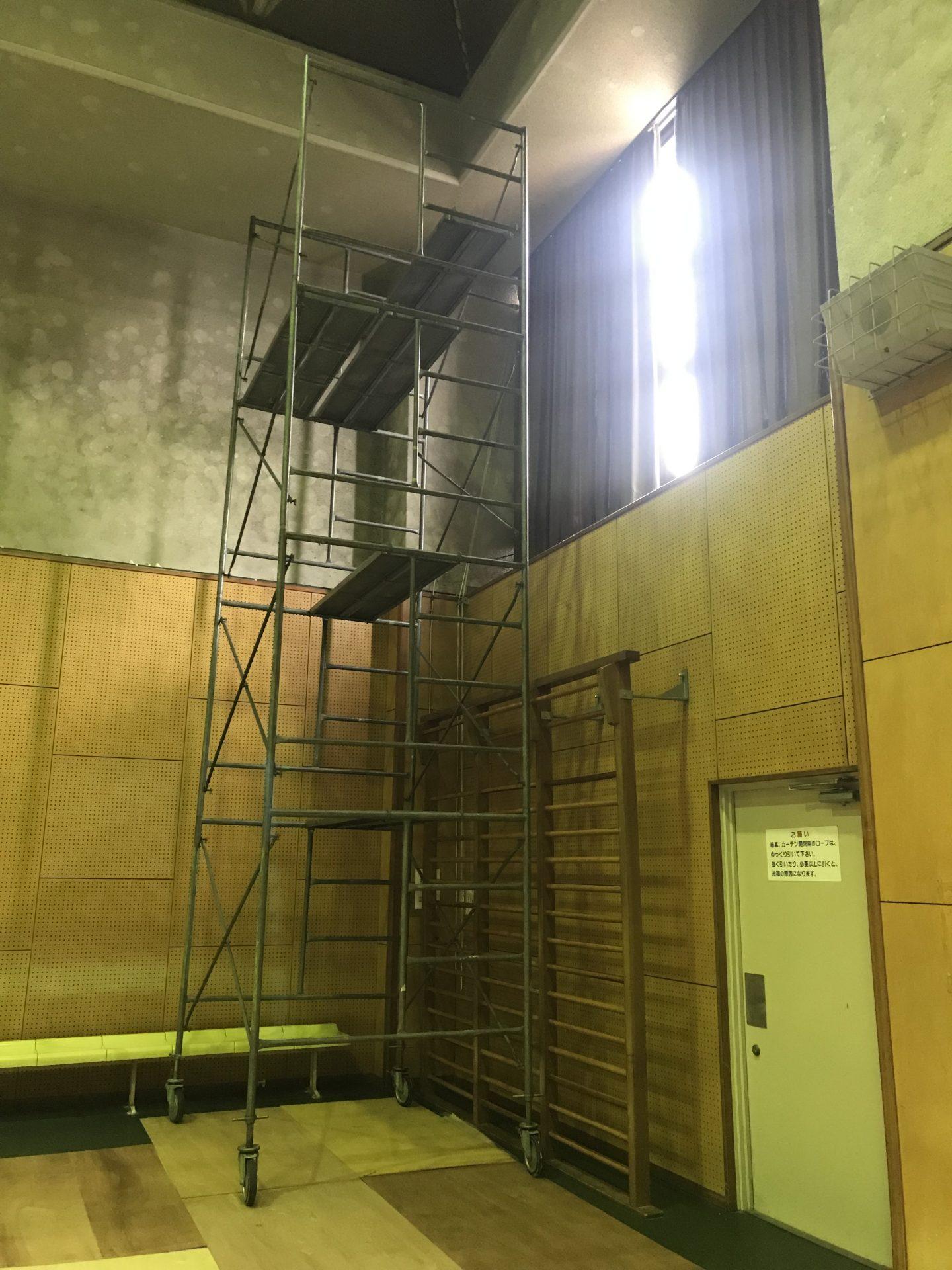 体育館の暗幕カーテン吊り替え工事