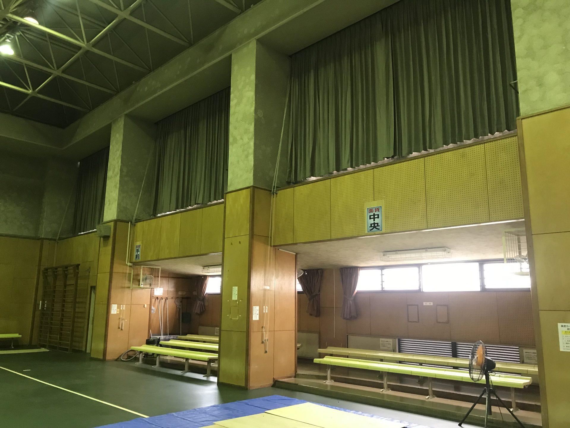 体育館暗幕カーテン吊り替え