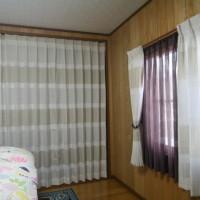 寝室のクローゼット折戸を取り払いカーテンを吊る