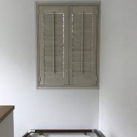 ウッドシャッターを小窓4カ所に納入