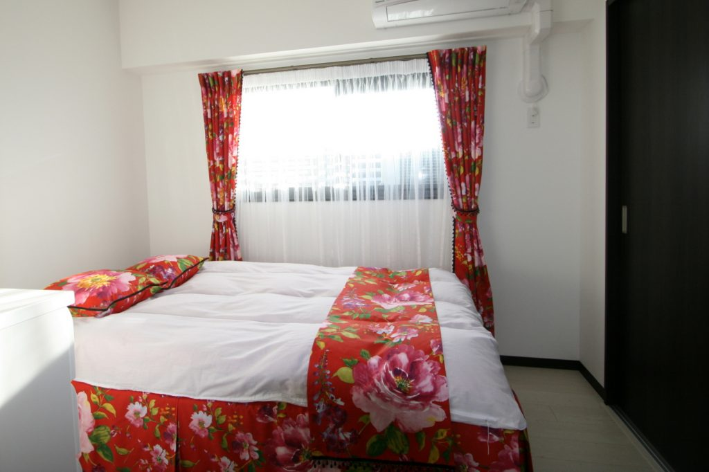 華やかな寝室カーテン