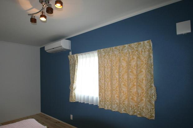 アクセントウォール側のカーテン