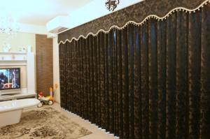 リビングの上飾りカーテン